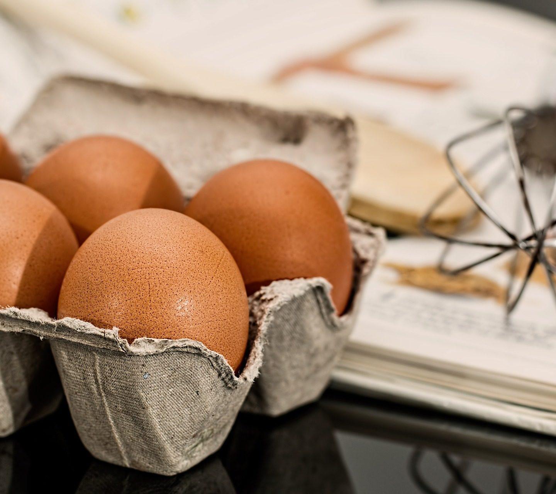 Postępowanie zjajami wgastronomii. Kiedy jaja sterylizować? Kiedy naświetlać, akiedy kupować płynne? Dezynfekcja jaj, azasady Dobrej Praktyki Produkcyjnej (GMP), Dobrej Praktyki Higienicznej (GHP) orazzasady HACCP. Kiedy jaja sterylizować? Kiedy naświetlać, akiedy kupować płynne? Co zSalmonella?
