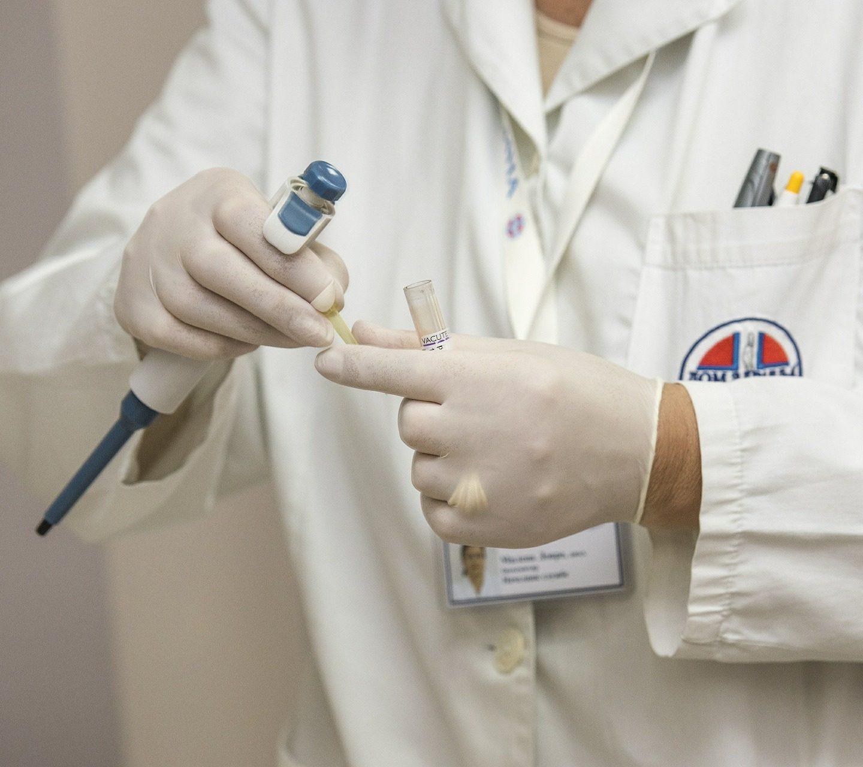 Orzeczenie docelów sanitarno-epidemiologicznych czyKsiążeczka Sanepidowska? Jak zrobić badania Sanepidowskie? Ile kosztują takie badania, jak długo trwają ijak długo są ważne?