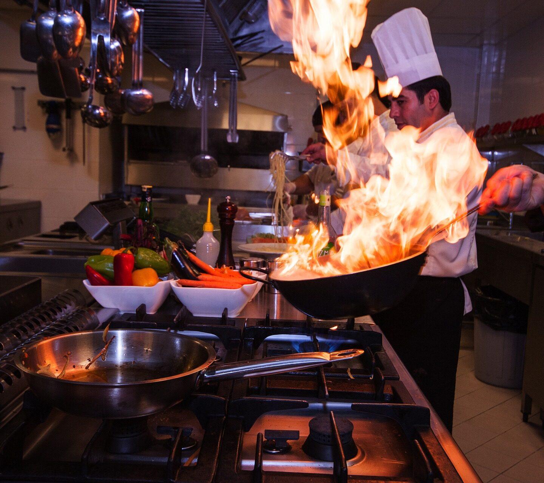 Zachowanie higieny osobistej orazhigieny żywności przezpracowników gastronomii.